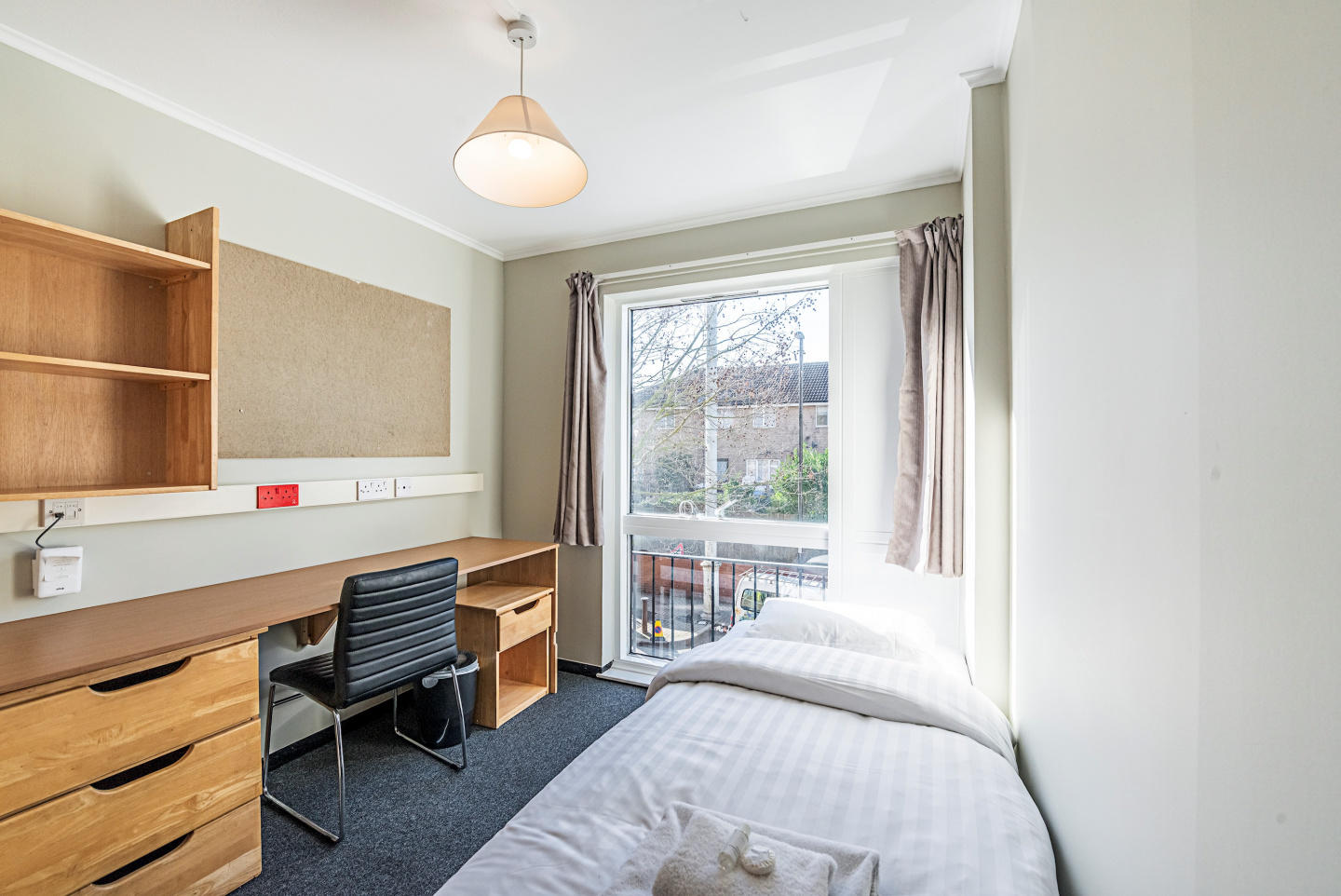 321 d · Single Room In New Cross Gate Slide-3