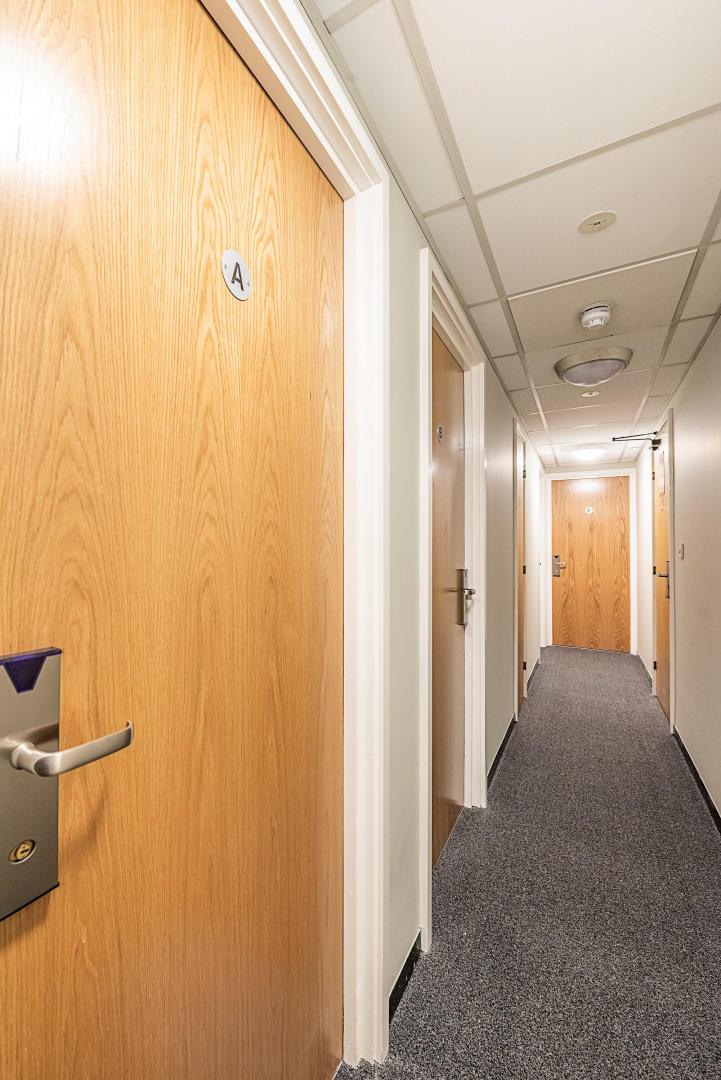 321 b · Great Single Room In New Cross Gate Slide-2