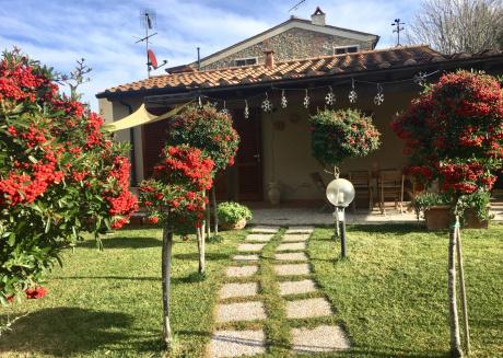 Casetta Nina con giardino recintato Montescudaio