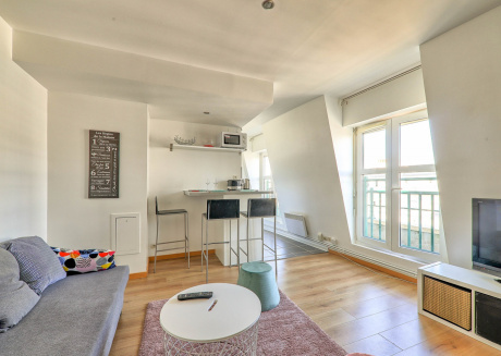 Cozy apartment close to the center of Chessy with Lift, Parking, Internet