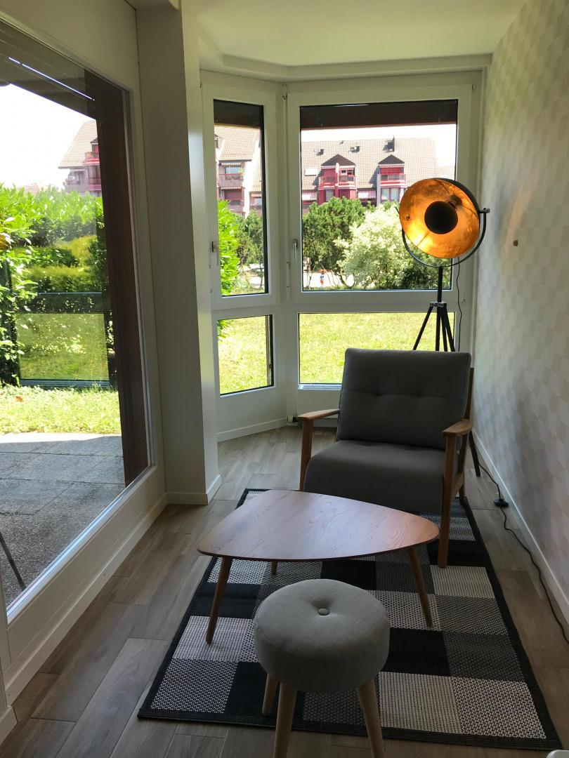 Large Studio Near Epfl And Lausanne City Center Slide-3