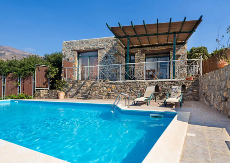 Villa Elafonisi situated on the edge of a hill just 200m opposite the beach.
