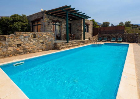 Luxury Villa Elafonisi overlooking the sea 300 meters away with a private pool.