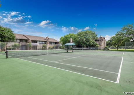 Fabulous 2/2 condo with pool and tennis court access! Large deck, sleeps 8!!