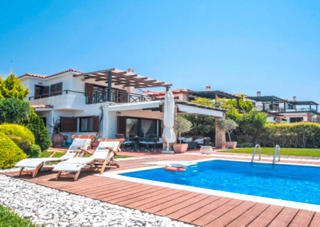 Spacious house in Siviri with Internet, Air conditioning, Pool, Terrace