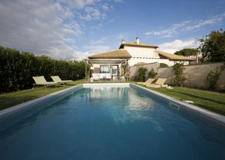 Cozy villa in the center of Marina Velca with Internet, Washing machine, Pool, Balcony
