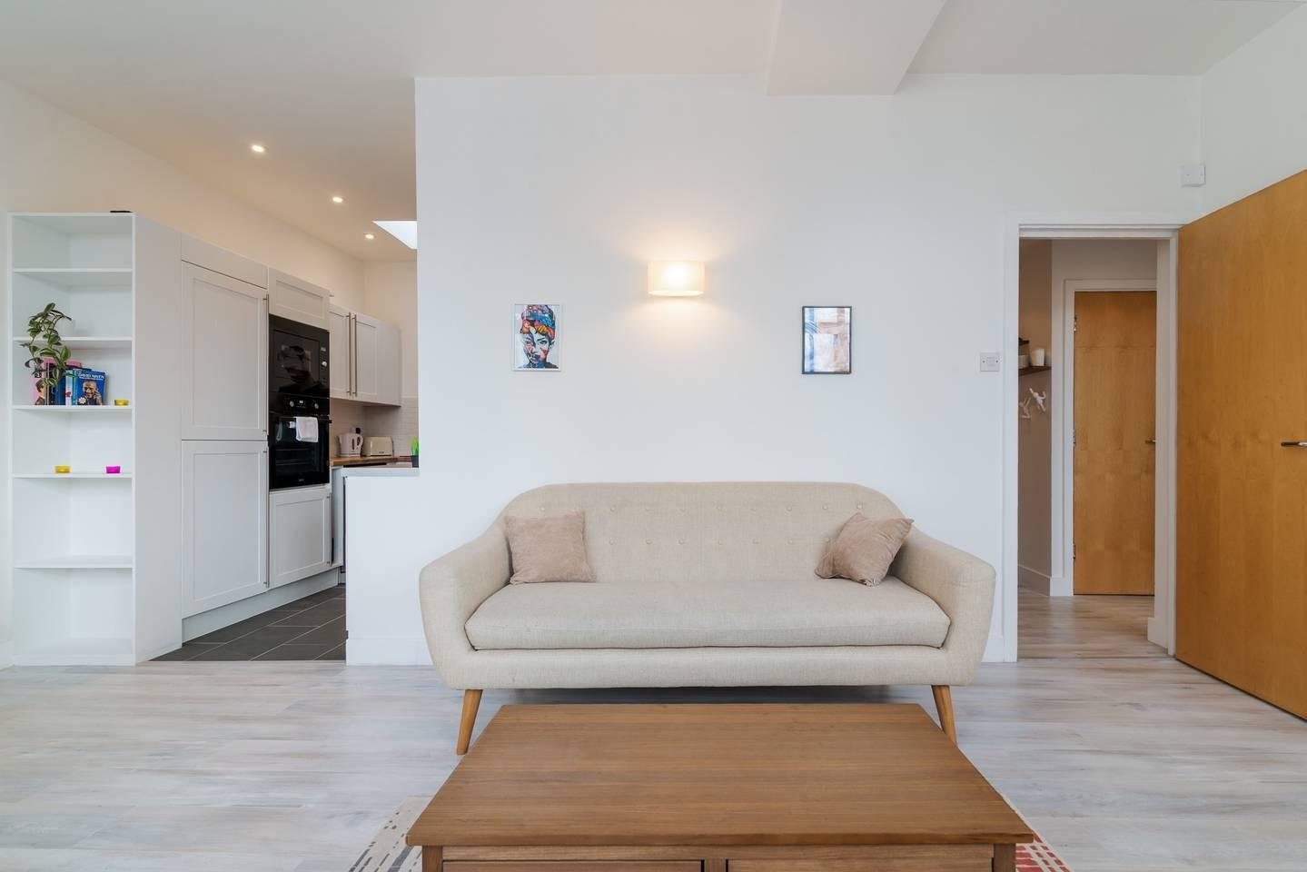 Cozy apartment in London with Lift, Internet, W... Slide-3