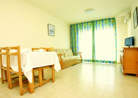 Cozy apartment a short walk away (128 m) from the