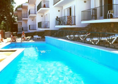 Spacious apartment in Torroella de Montgrí with Lift, Parking, Washing machine, Pool