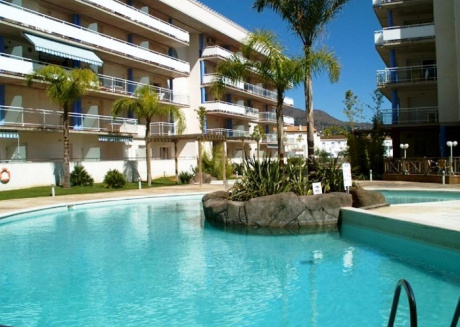 Spacious apartment in Roses with Lift, Parking, Washing machine, Pool