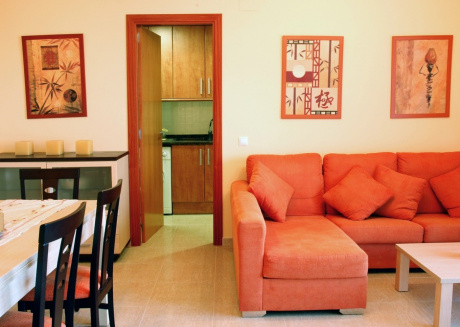 Spacious apartment a short walk away (74 m) from the