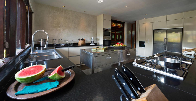 You Will Love This Luxury Villa in a Prime Loca... Slide-2
