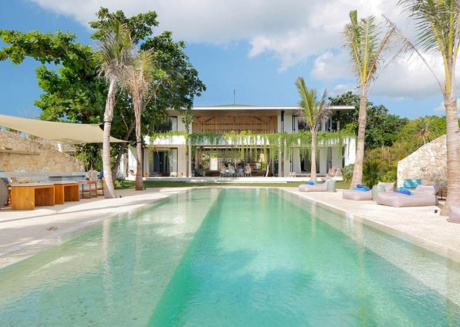Picture Relaxing by your Private Pool in Your Beautiful Villa in Nusa Lembongan, Bali Villa 1073
