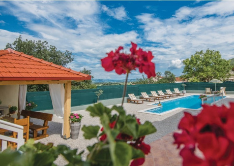 Spacious villa close to the center of Zmijavci with Parking, Internet, Washing machine, Air conditioning
