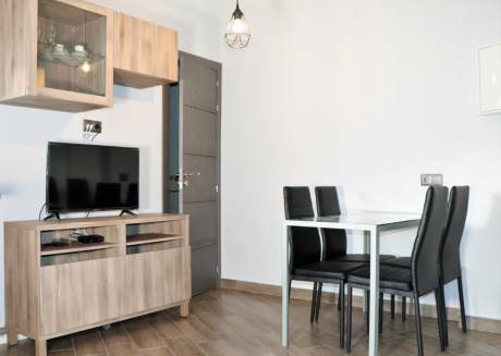 Cozy apartment a short walk away (286 m) from the