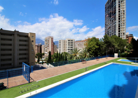 Cozy apartment a short walk away (423 m) from the