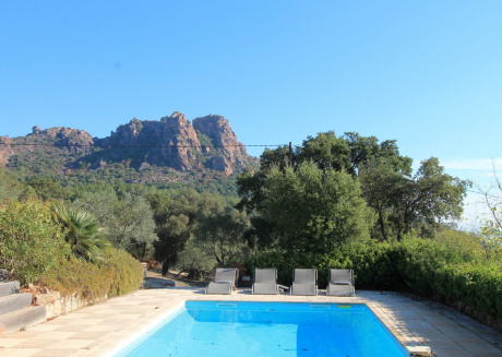 Cozy house close to the center of Roquebrune-sur-Argens with Parking, Internet, Washing machine, Air conditioning
