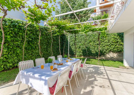 Spacious apartment in Podstrana with Parking, Internet, Washing machine, Air conditioning