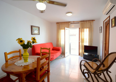 Cozy apartment a short walk away (209 m) from the