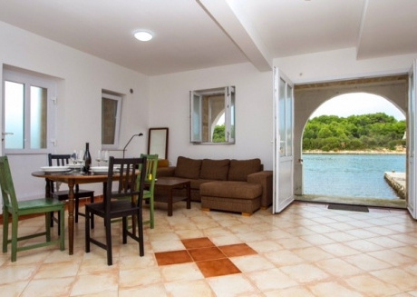 Cozy apartment in the center of Veli Rat with Parking, Internet, Washing machine, Air conditioning