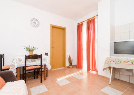 One bedroom apartment with garden terrace