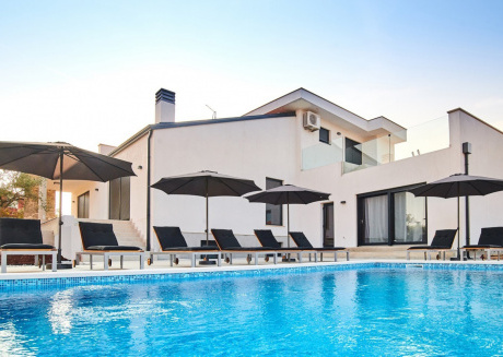 Spacious villa close to the center of Kaštel with Parking, Internet, Washing machine, Air conditioning