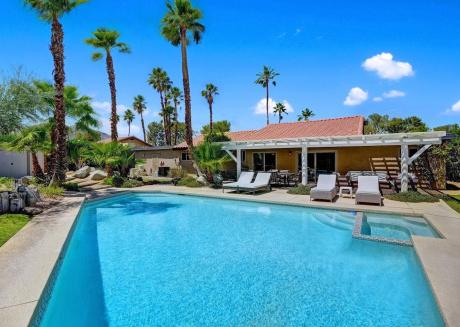 Cozy house close to the center of Palm Desert
