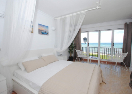 Cozy apartment a short walk away (388 m) from the