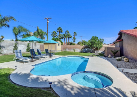 Cozy house in Cathedral City with Internet, Air conditioning, Pool