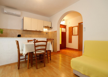 Cozy apartment in the center of Baška with Parking, Internet, Air conditioning, Balcony