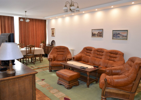 Spacious apartment in Sarajevo with Lift, Parking, Internet