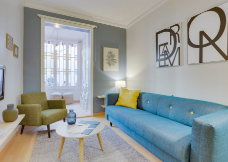 Spacious apartment very close to the centre of Barcelona with Lift, Internet, Washing machine, Air conditioning