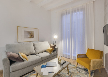 Spacious apartment in the center of Barcelona with Lift, Internet, Balcony