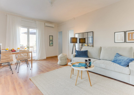 Spacious apartment close to the center of Barcelona with Lift, Internet, Washing machine, Air conditioning