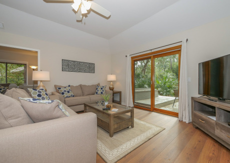 Spectacular updated 3 Bedroom Sea Pines Home. Free Bikes, Pool, Tennis 32FD