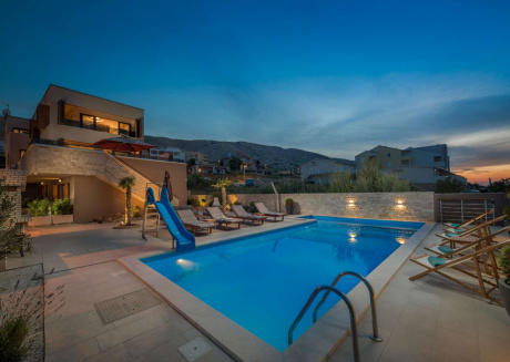 Magnificent Villa with Pool, Jacuzzi and Sauna