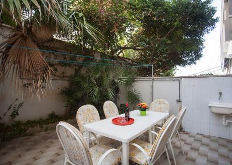 Casa vacanze con 2 giardini vicini al mare m125