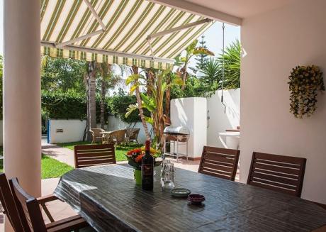 Villetta con bel giardino e molti comfort m110