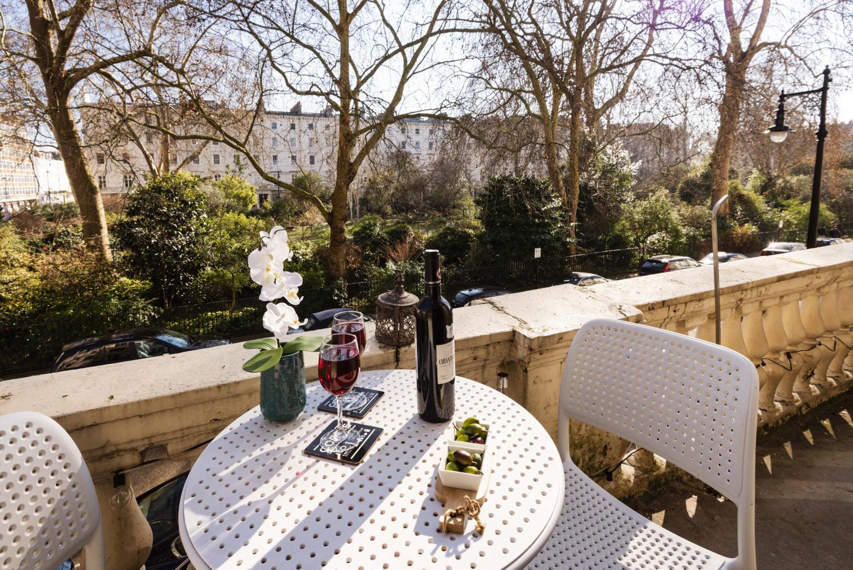 Stunning Eccleston Square Apartment - ABT Slide-3