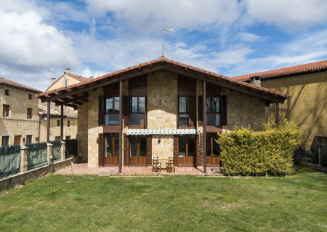 Sajazarra holiday house. single famil house located in the village of Sajasarra,