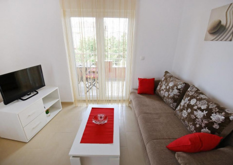Spacious apartment in the center of Sukošan with Parking, Internet, Air conditioning, Balcony