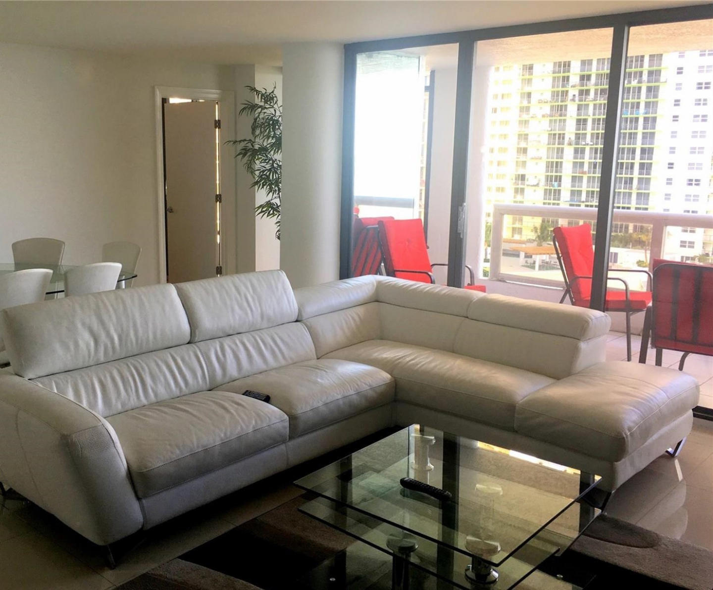 Spacious apartment in Miami with Lift, Parking,... Slide-1