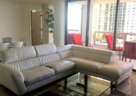 Spacious apartment in Miami with Lift, Parking, Internet, Air conditioning