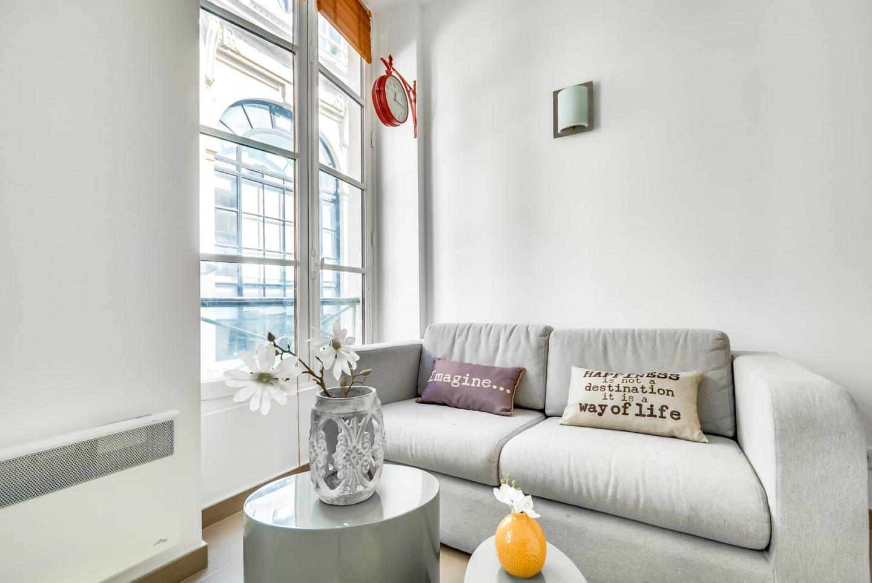 Cozy apartment close to the center of Paris wit... Slide-2