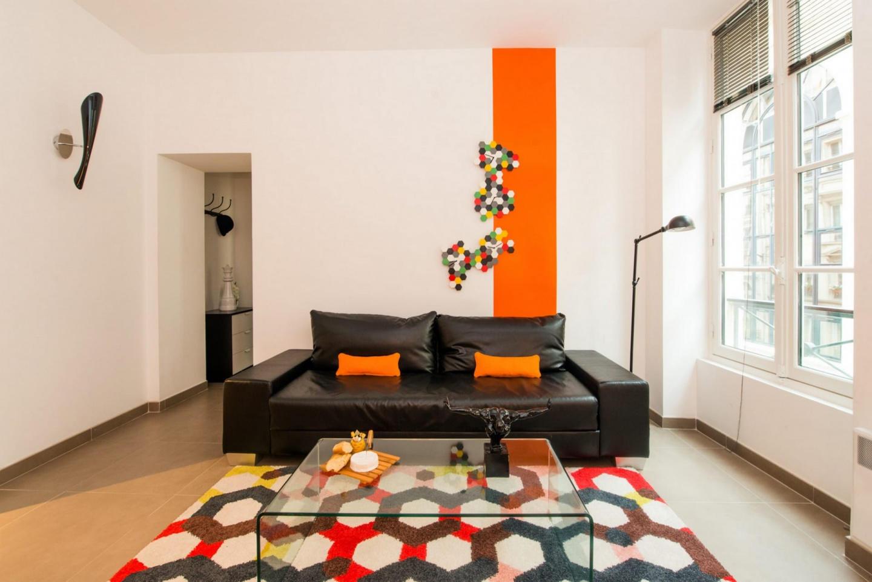 Cozy apartment close to the center of Paris Slide-2