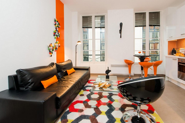 Cozy apartment close to the center of Paris Slide-1