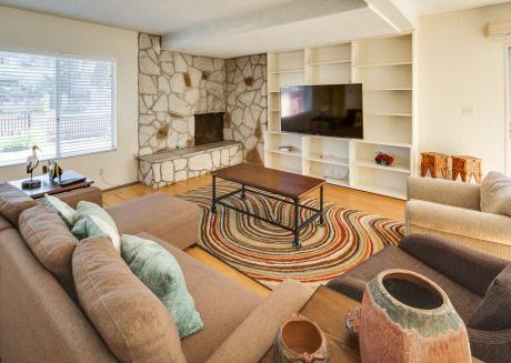 Heart of Pacific Beach ✭ 2 Apartments ✭ Sleeps 9!