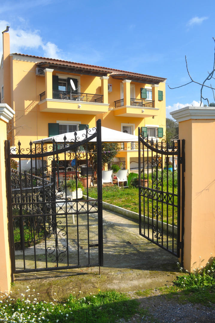 Spacious apartment in Corfu with Internet, Wash... Slide-1