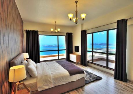 Relaxing Sea Views Perfect Shopping