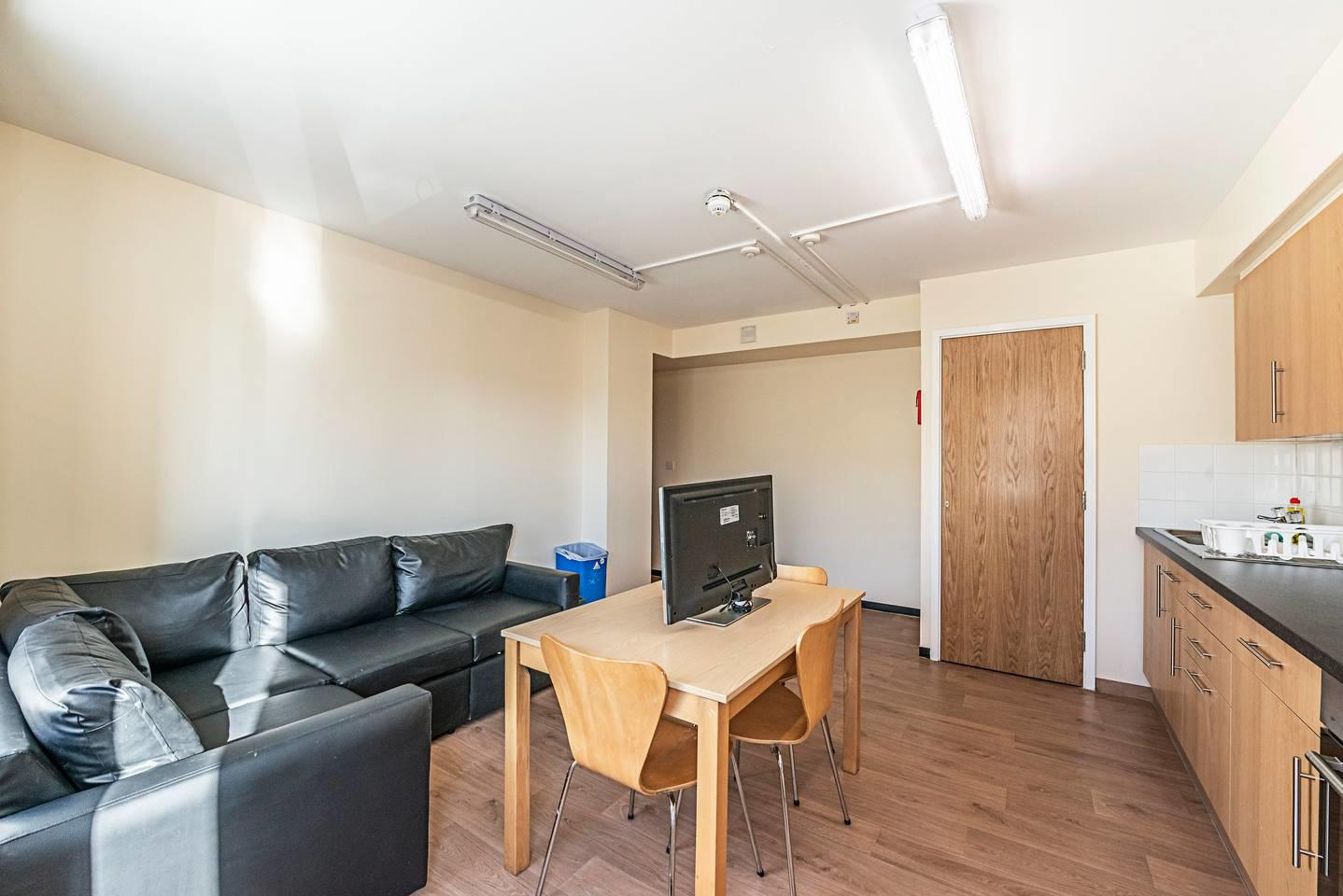 321 f · Stylish Single Room In New Cross Gate Slide-3